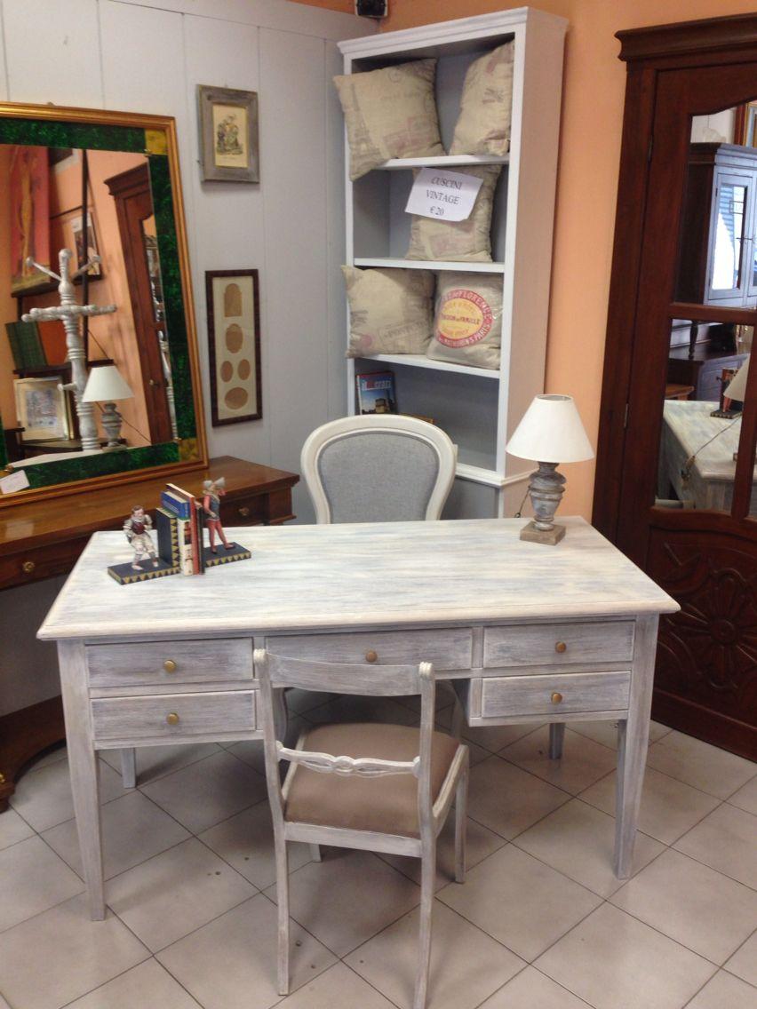Un angolo shabby chic una scrivania informale ma elegante for Scrivania shabby