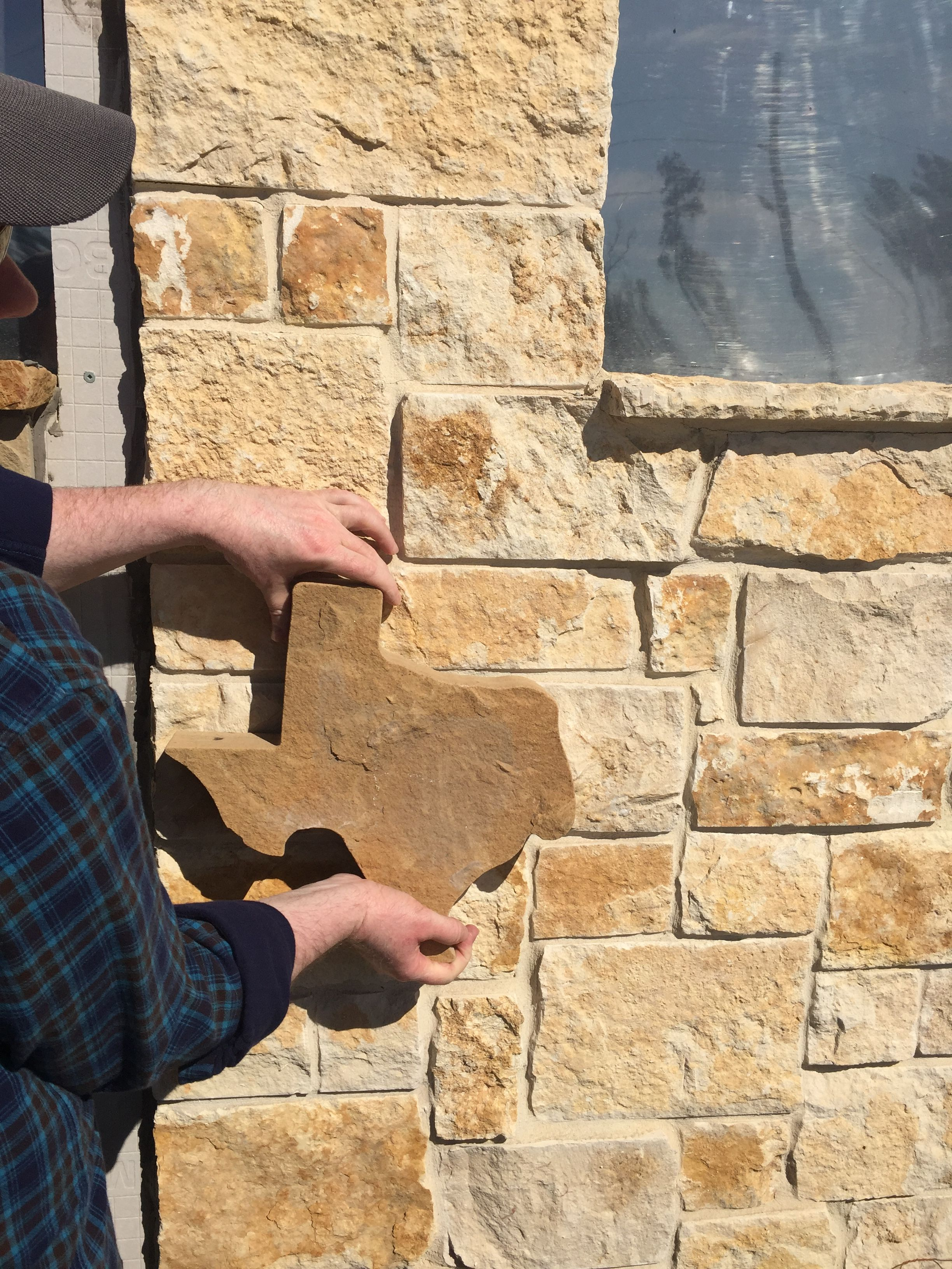 nicotine limestone veneer with flagstone piece | outdoor kitchen