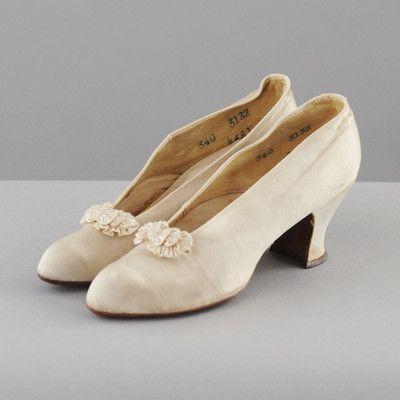 VINTAGE 1900's Creme Stain Antique EDWARIDAN Victorian Wedding Party Shoes