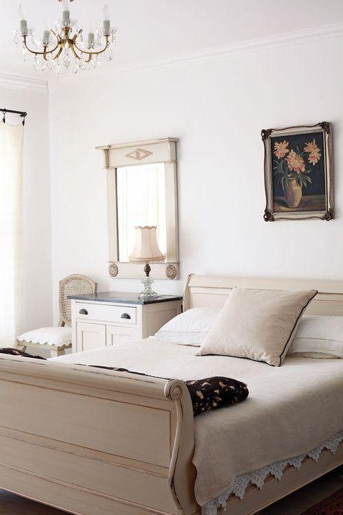 Neutral Bedroom Paint Sleigh Bed In Guestroom Bedroom Pinterest Painted Sleigh Beds
