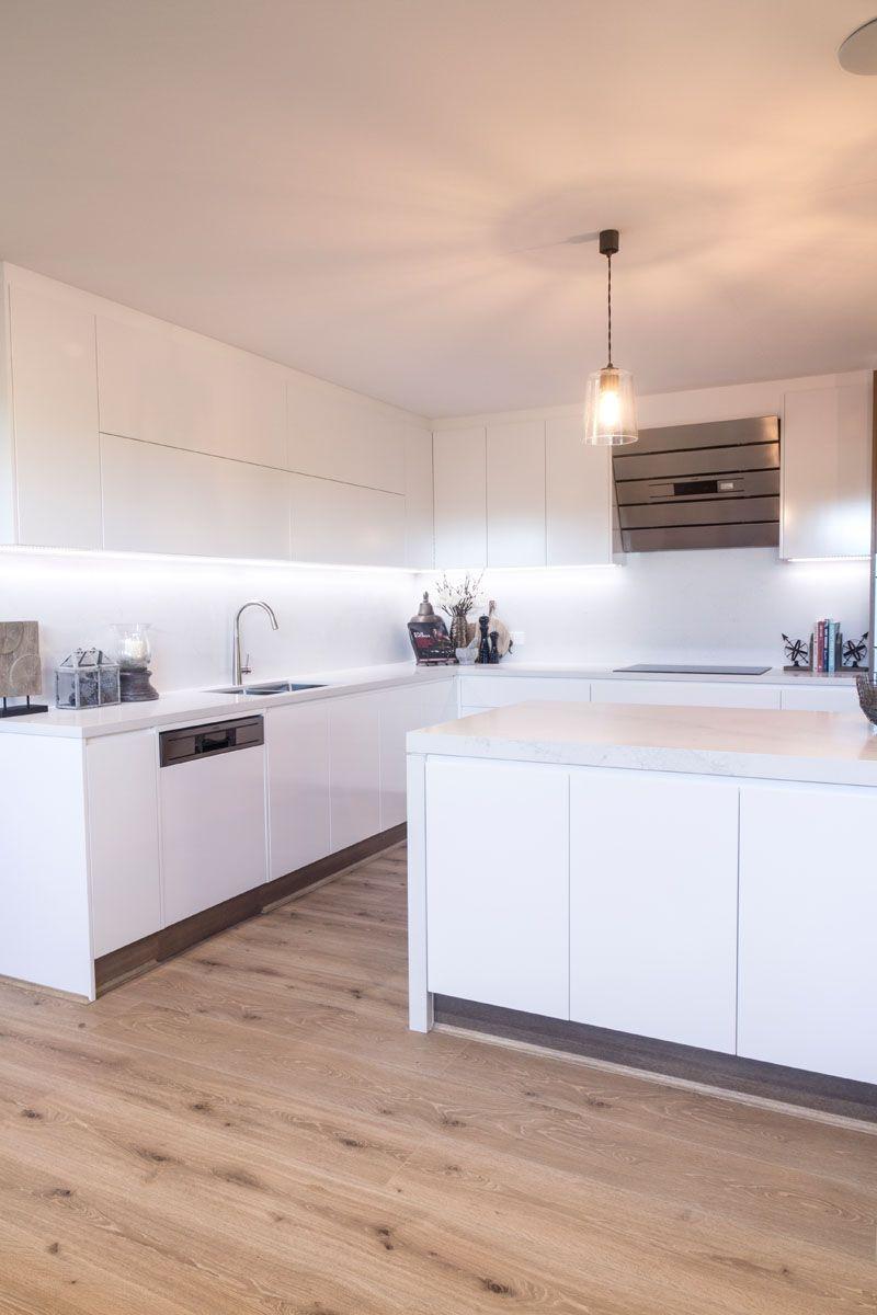 White Swirl\' Quantum Quartz - Wonderful Kitchens NSW : Residential ...