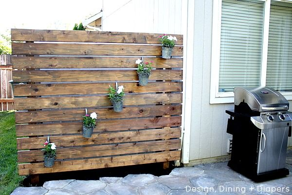 Diy garden slat wall slat wall gardens and walls for Wooden garden screen designs