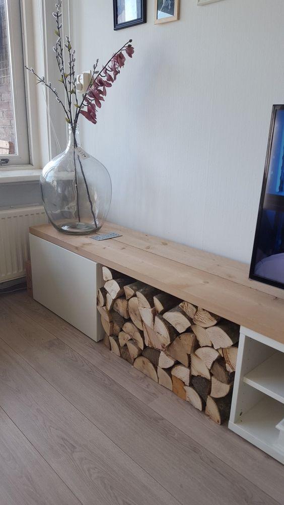 IKEA Besta Konsole mit einer Schublade, offenem Speicher und etwas Brennholz ... - #besta #B...