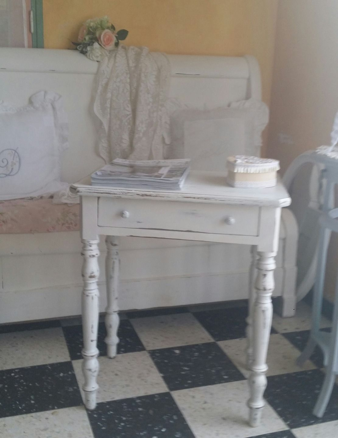 table ancienne style shabby chic patin e blanc meubles et rangements par les intemporels. Black Bedroom Furniture Sets. Home Design Ideas