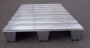 Pallet In Metallo.Pallet In Metallo For The Home Home Decor Table Pallet