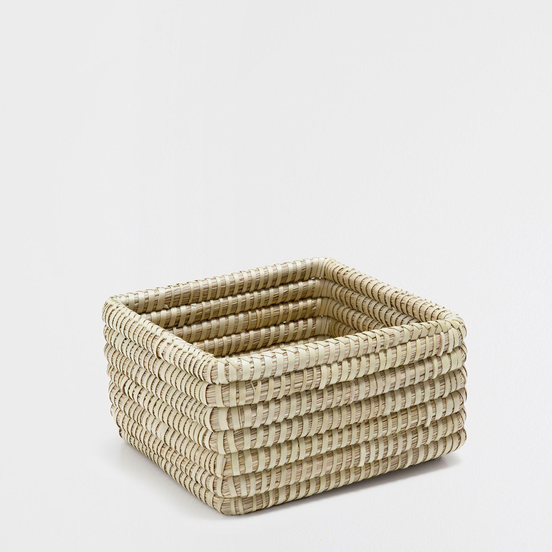 Rechteckiger Naturfarbener Korb Korbe Dekoration Zara Home