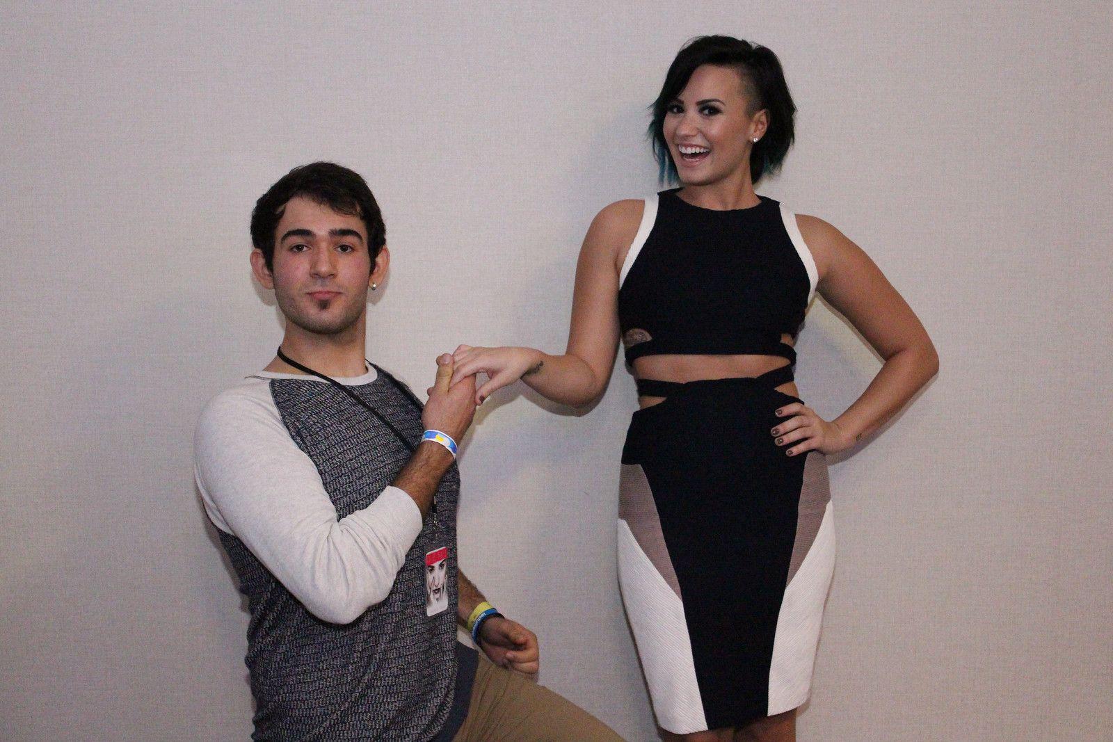 Demi Lovato Meet And Greet Turkey Googleda Ara Demi Lovato Meet