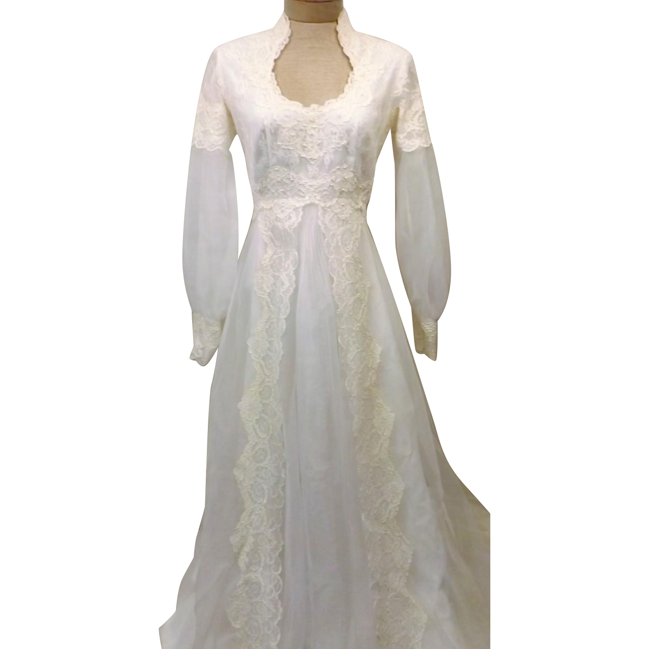 60s wedding dress  us Wedding Gown Ivory with Lace Embroidered Train Size   Ivory