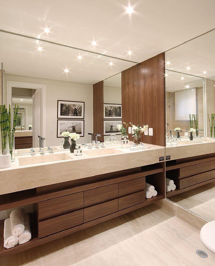 Banheiro perfeito para uma casa elegante, grande e que atende à todas as necessidades