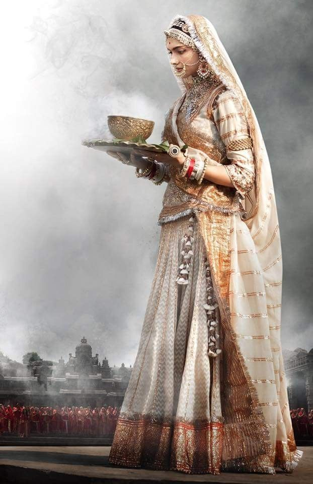 Gorgeous Padmaavati urf Deepika Padukone looked perfect ...