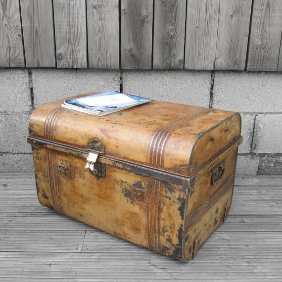 Exceptionnel Old 1930s Vintage Tin Metal Industrial Train Railway Travel Storage Chest  Trunk Coffee Table   Fully Finished