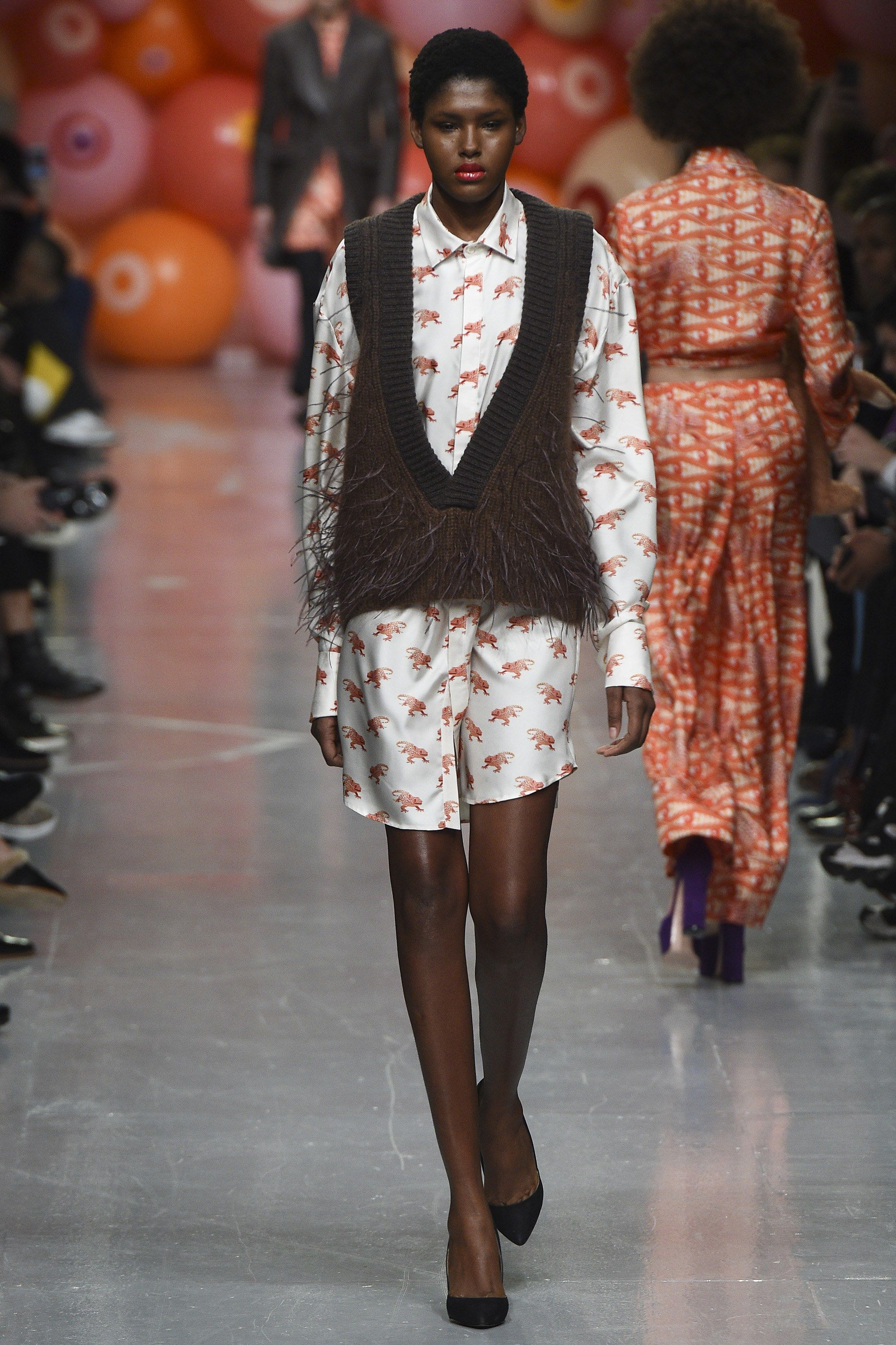 See the complete Katie Eary Fall 2017 Ready-to-Wear collection.
