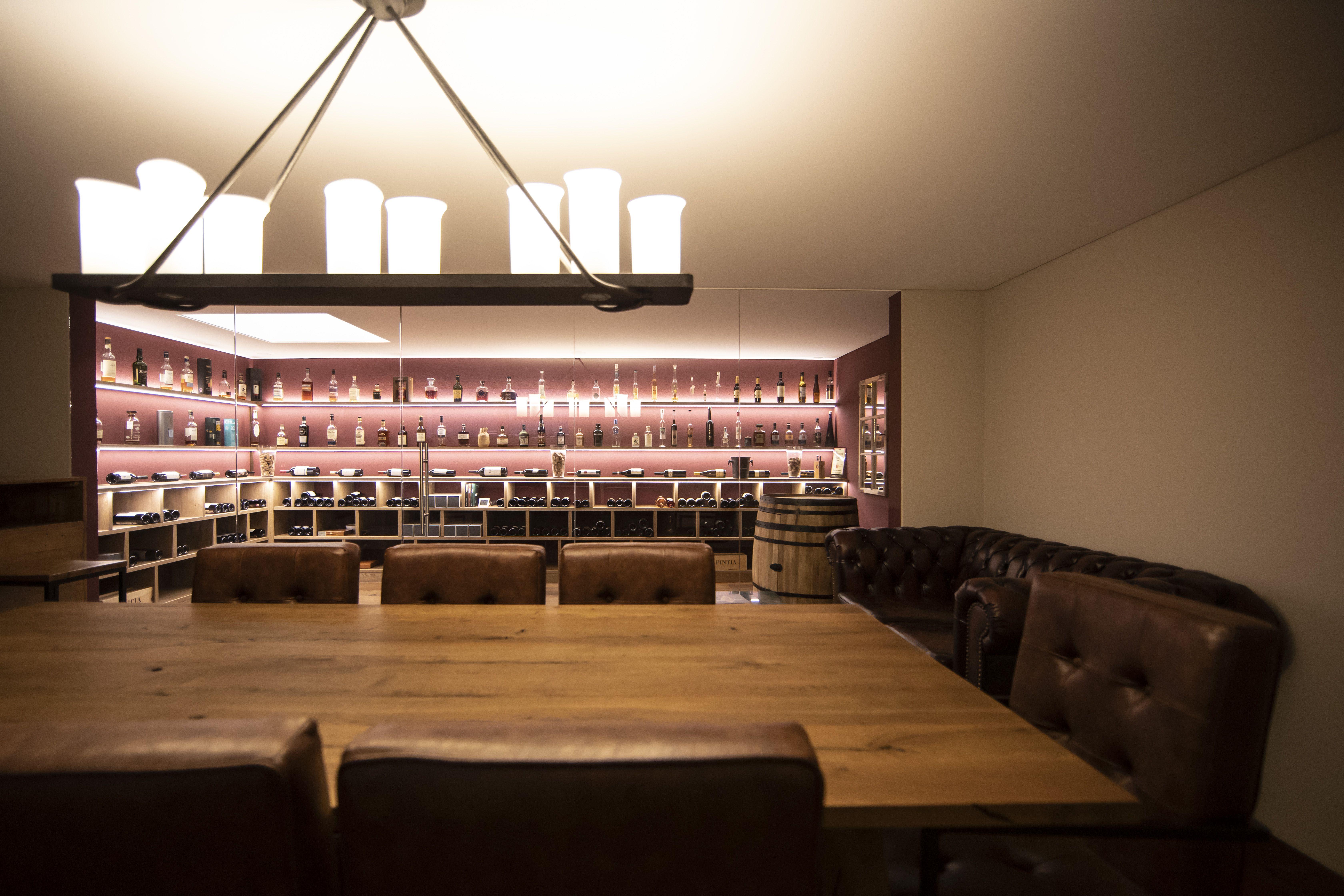 Robers Hangeleuchte Glass Front Vine Cave Weinkeller Modern Weinkeller Einrichtungsideen Hangeleuchte
