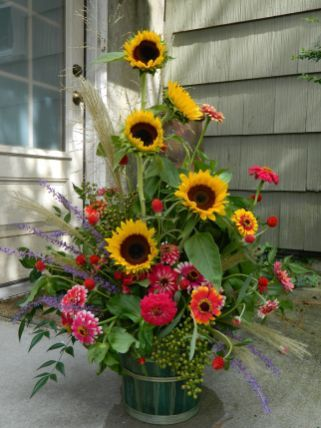 50+ Beautiful Sunflower Arrangement Center Pieces Easy To Make It is part of Sunflower arrangements, Sunflower floral arrangements, Summer flower arrangements, Fresh flowers arrangements, Silk flower arrangements, Zinnia garden - There are a number of different kinds of centerpieces to choose from  As the centerpiece is the focus of the baby shower, it's very critical that you design or buy the best one  If you'…