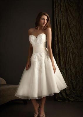 LOVE a tea-length dress!