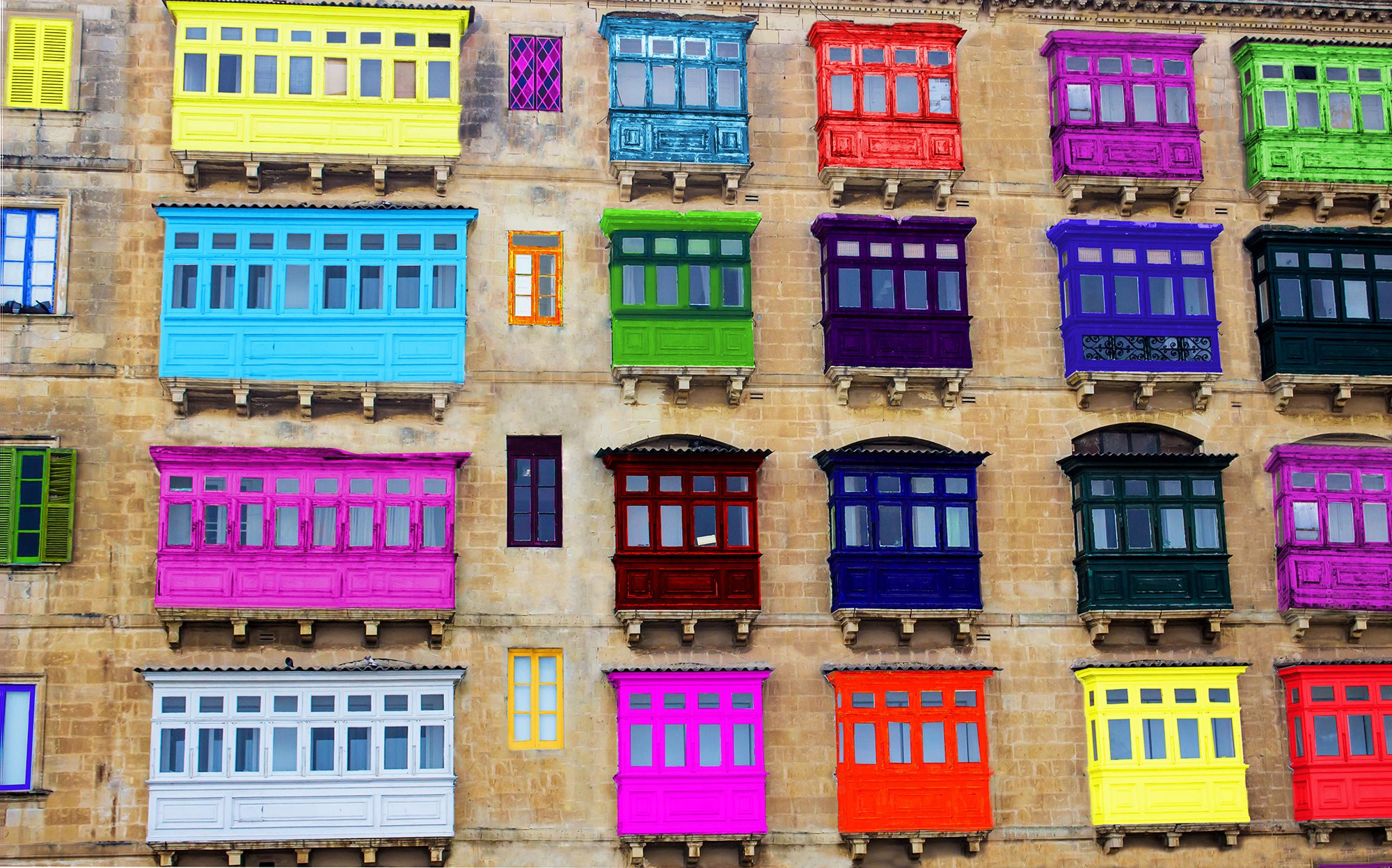 The colourful balcony mystery of malta http www for Origin of balcony
