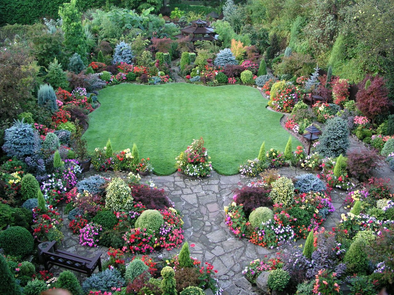 Nice combo of open space and tight groupings of perennials shrubs