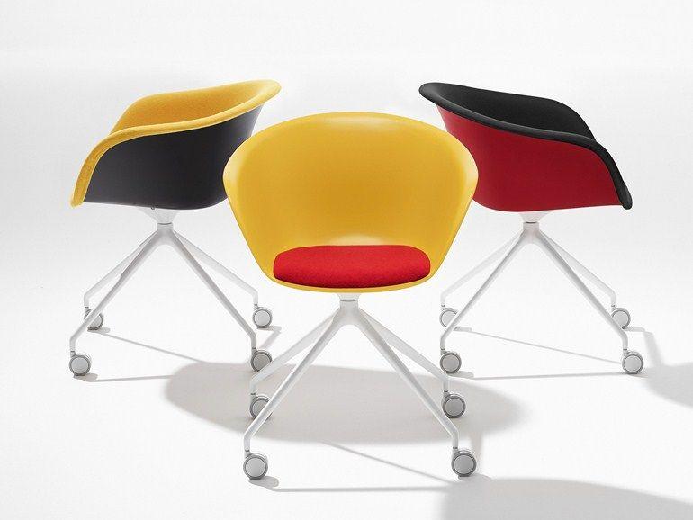 Chaise en polypropyl ne roulettes avec chevalet for Sedia design svedese
