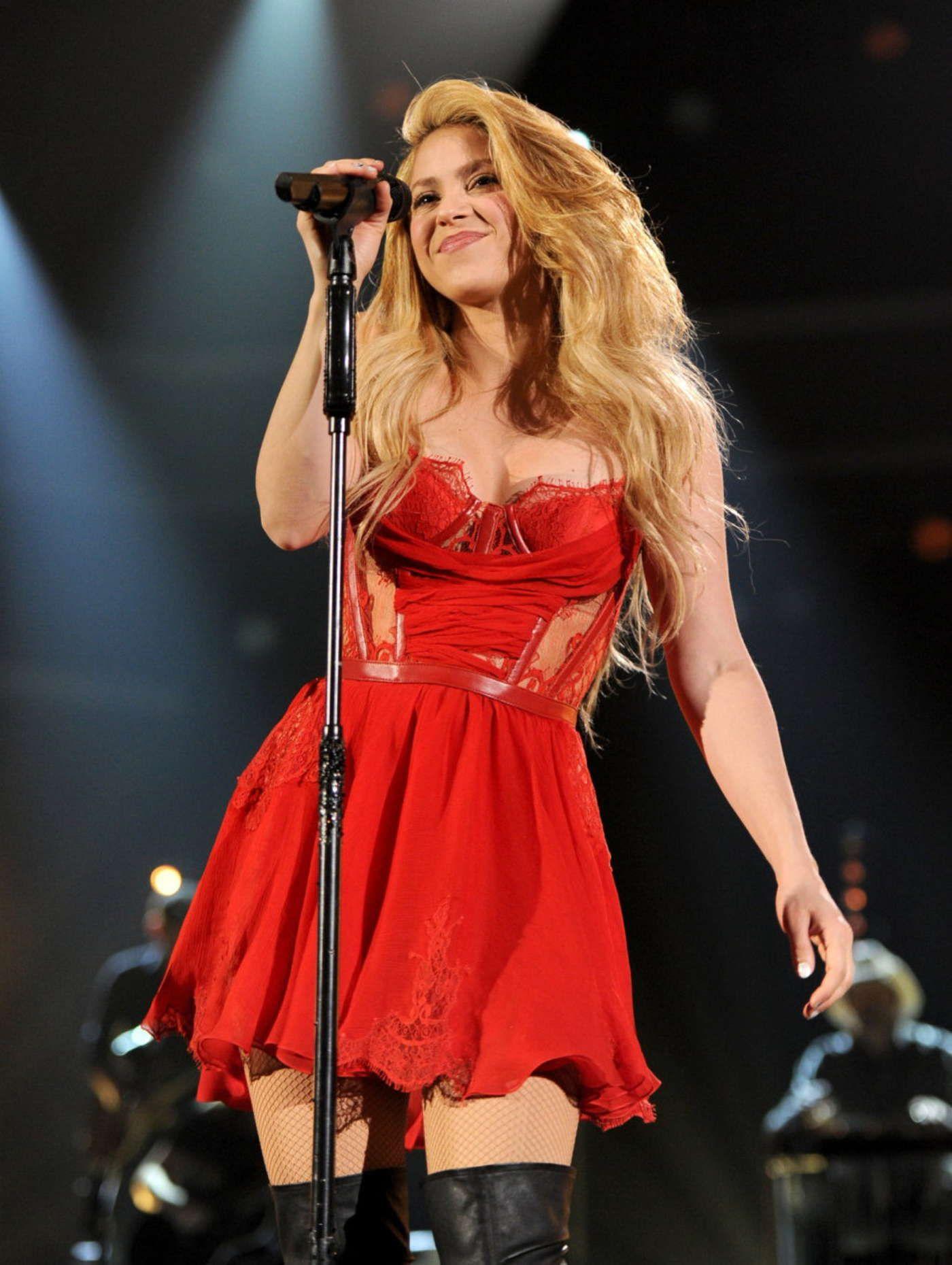 milan e shakira 2014 dresses - photo#14