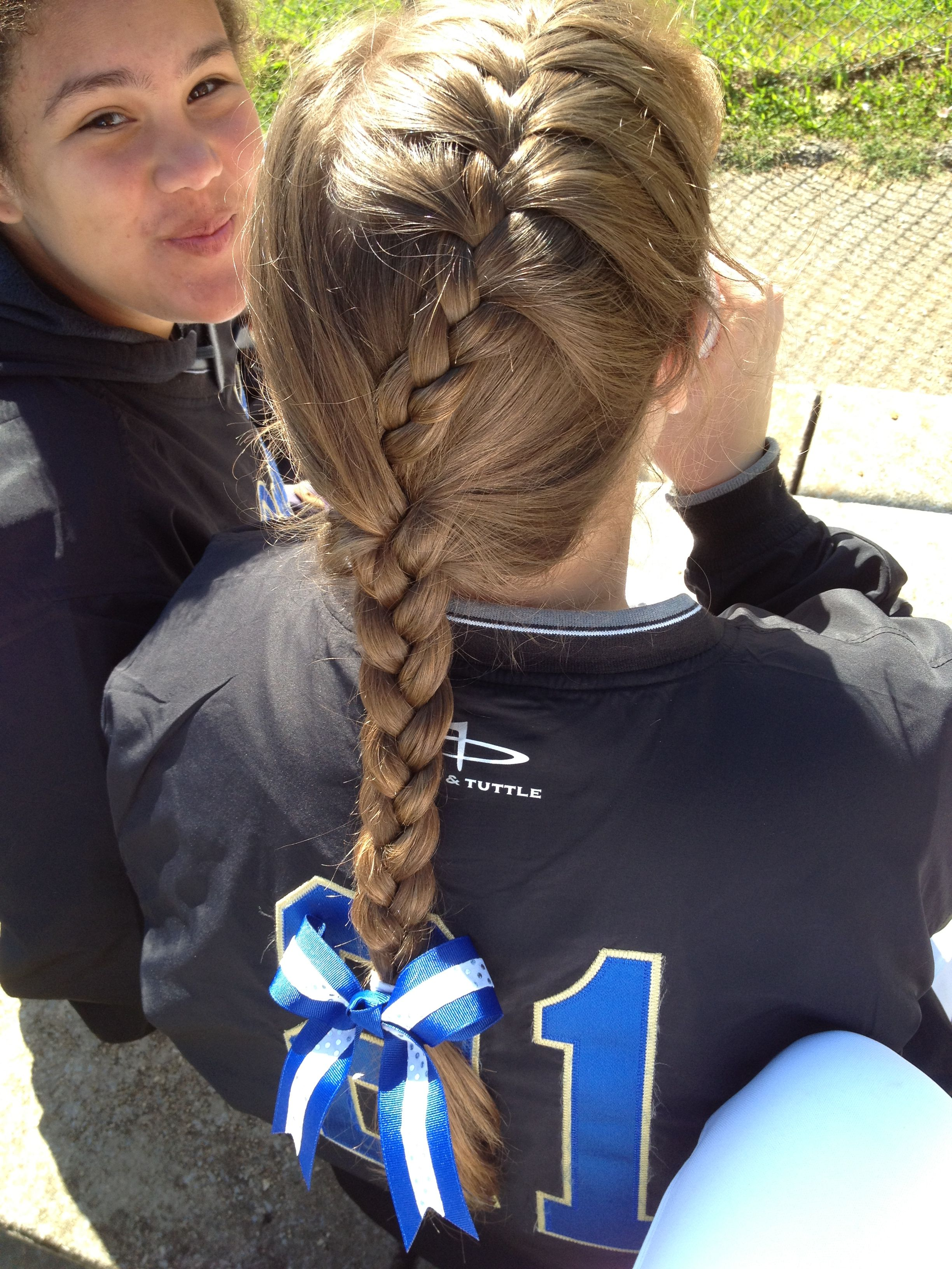 Pin By Francesca Figueroa On Red Dirt Bruises Are In Fashion Softball Hairstyles Volleyball Hairstyles Sporty Hairstyles