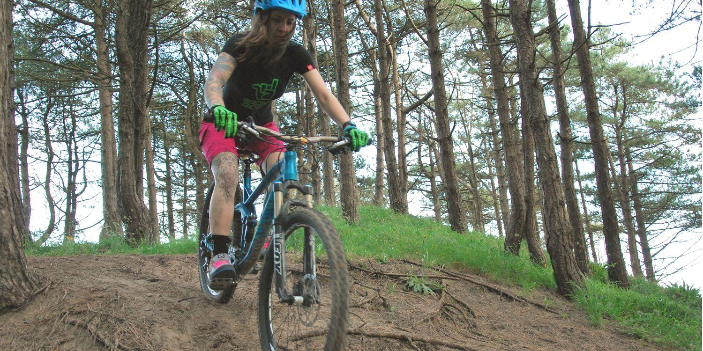 Mountain Bike Skills Conquer That Obstacle In 2017 Total Women S Cycling Mountain Biking Women Mountain Biking Cycling Women