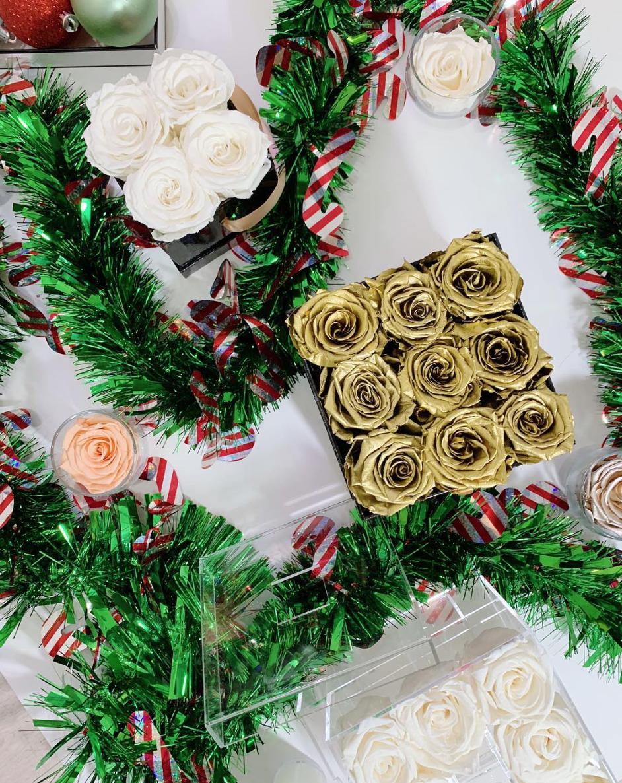 Eternal Fleur Gold Roses Eternalfleur Fourseasonrose Roses Preservedroses Foreverrose Christmas Gift H Nyc Flower Shop Christmas Wreaths Rainbow Roses