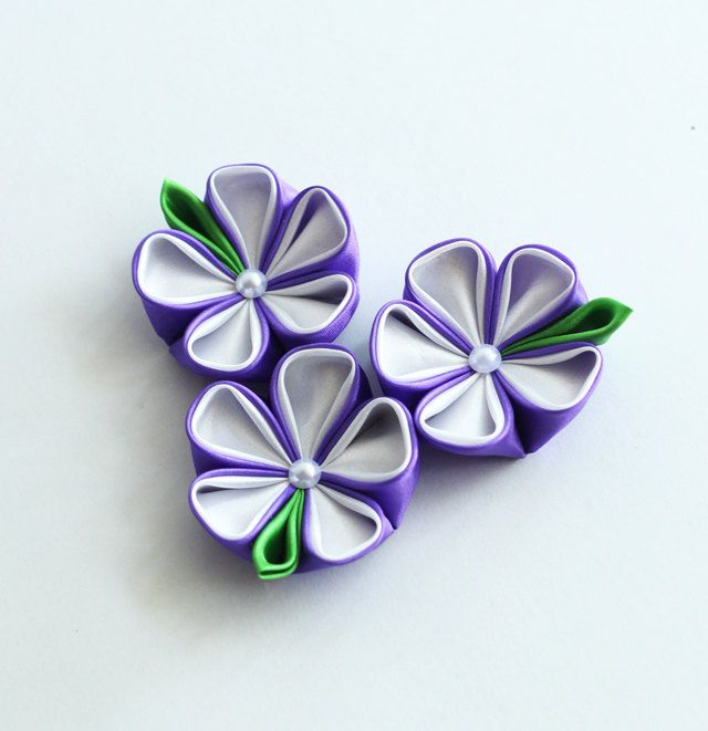 set of 3 kanzashi flower appliques white and by MeanwhileCraft