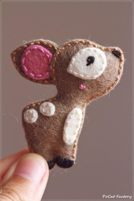 Felt deer brooch keychain magnet Felt deer brooch keychain magnet