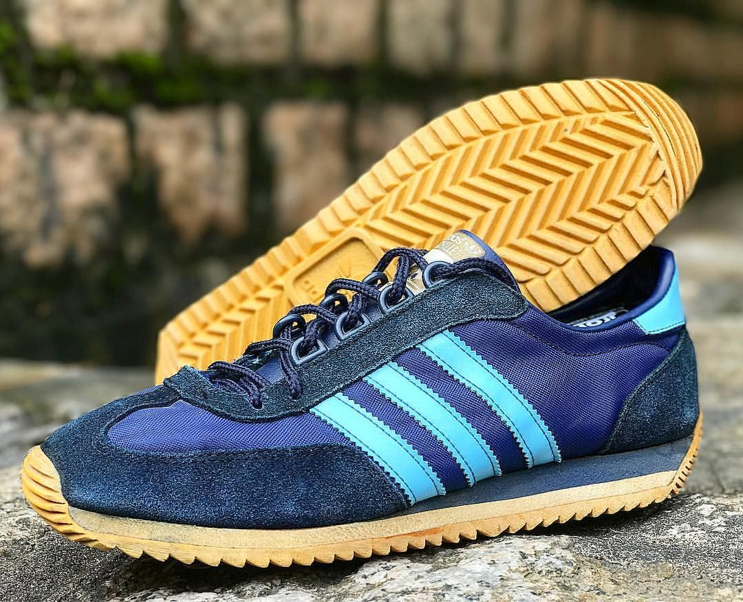 brand new 97b21 1c300 adidas Originals Achille