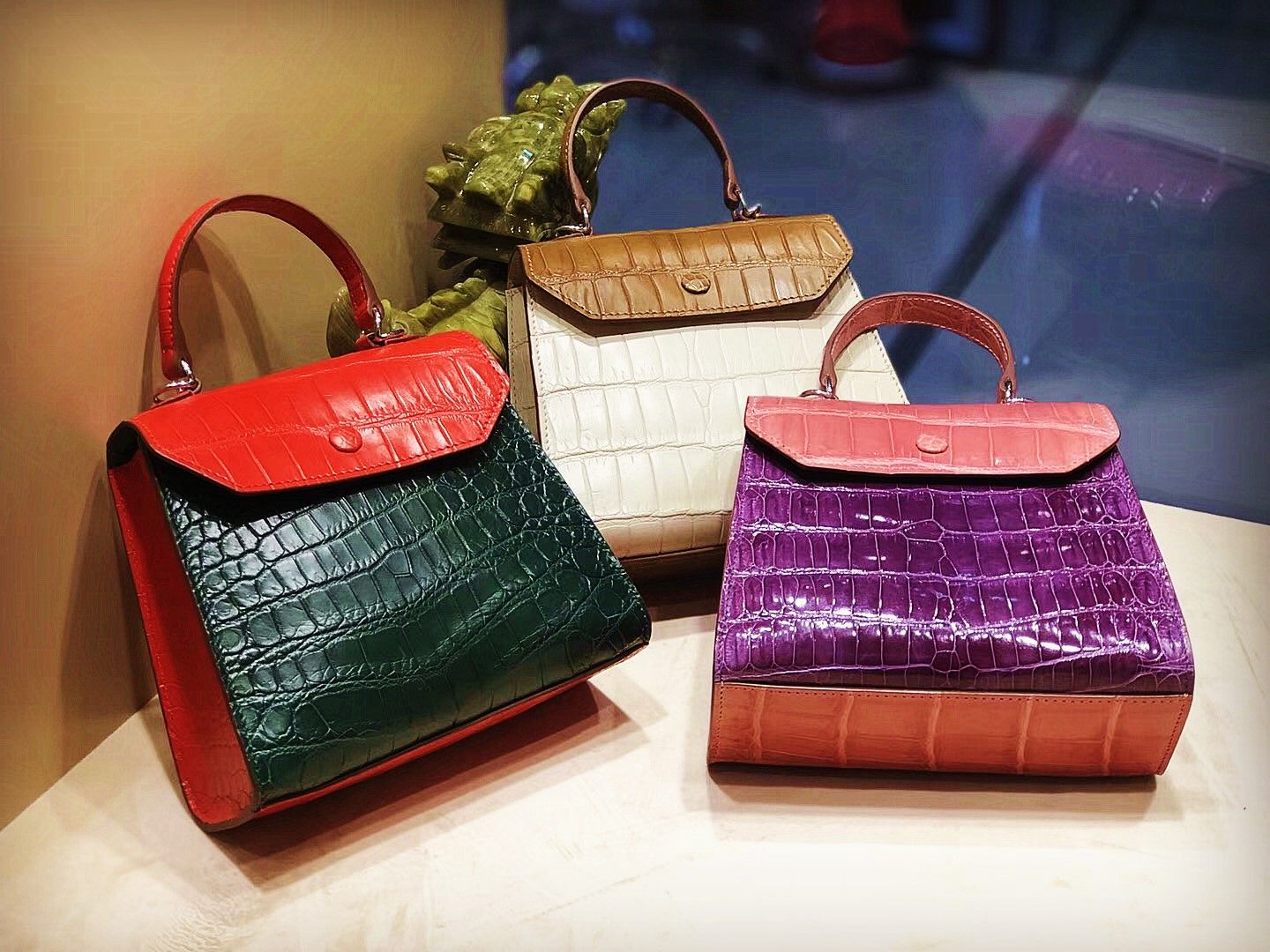 6a185abe61 Best luxury gifts for her - alligator handbag