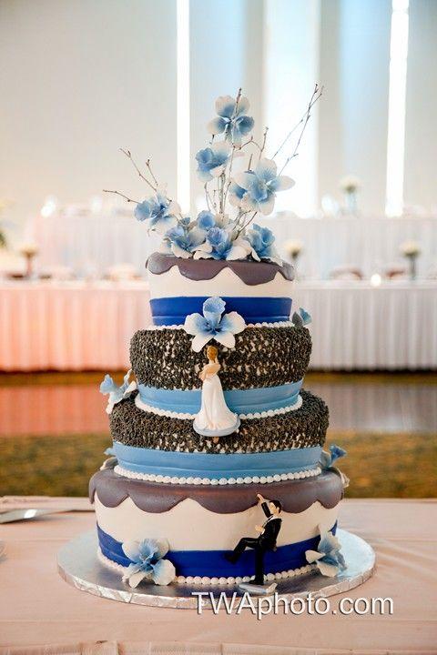 Something Blue? #chicagowedding #weddingcakes