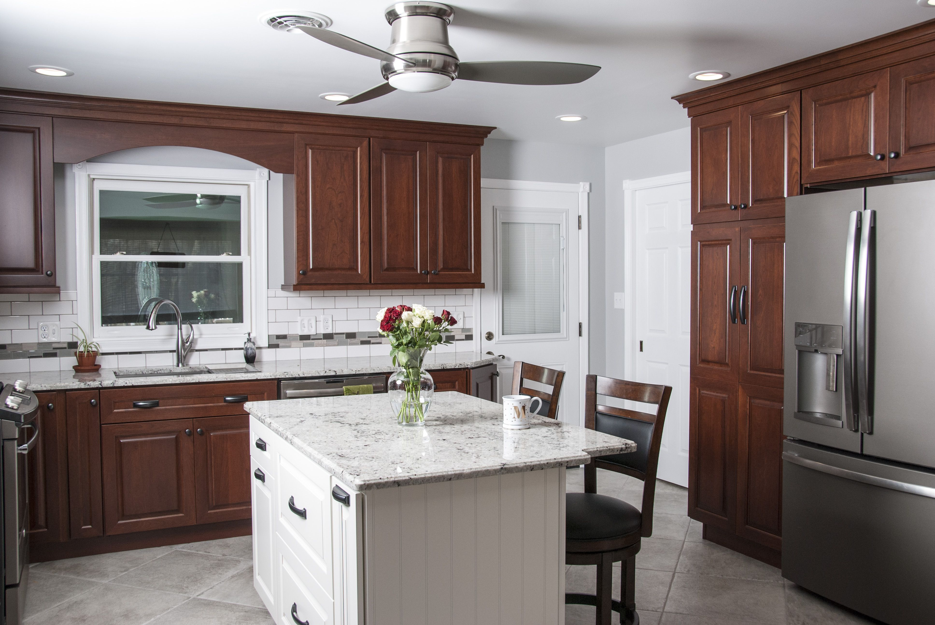 12 Exceptional Ideas Of The Cherry Kitchen Cabinets In Modern Kitchen Contrasting Kitchen Island Cherry Wood Kitchen Cabinets New Kitchen Cabinets