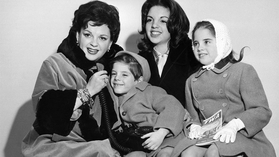 Judy Garland's daughter Lorna Luft recalls growing up with Hollywood icon: 'She was a great mother' #hollywoodicons