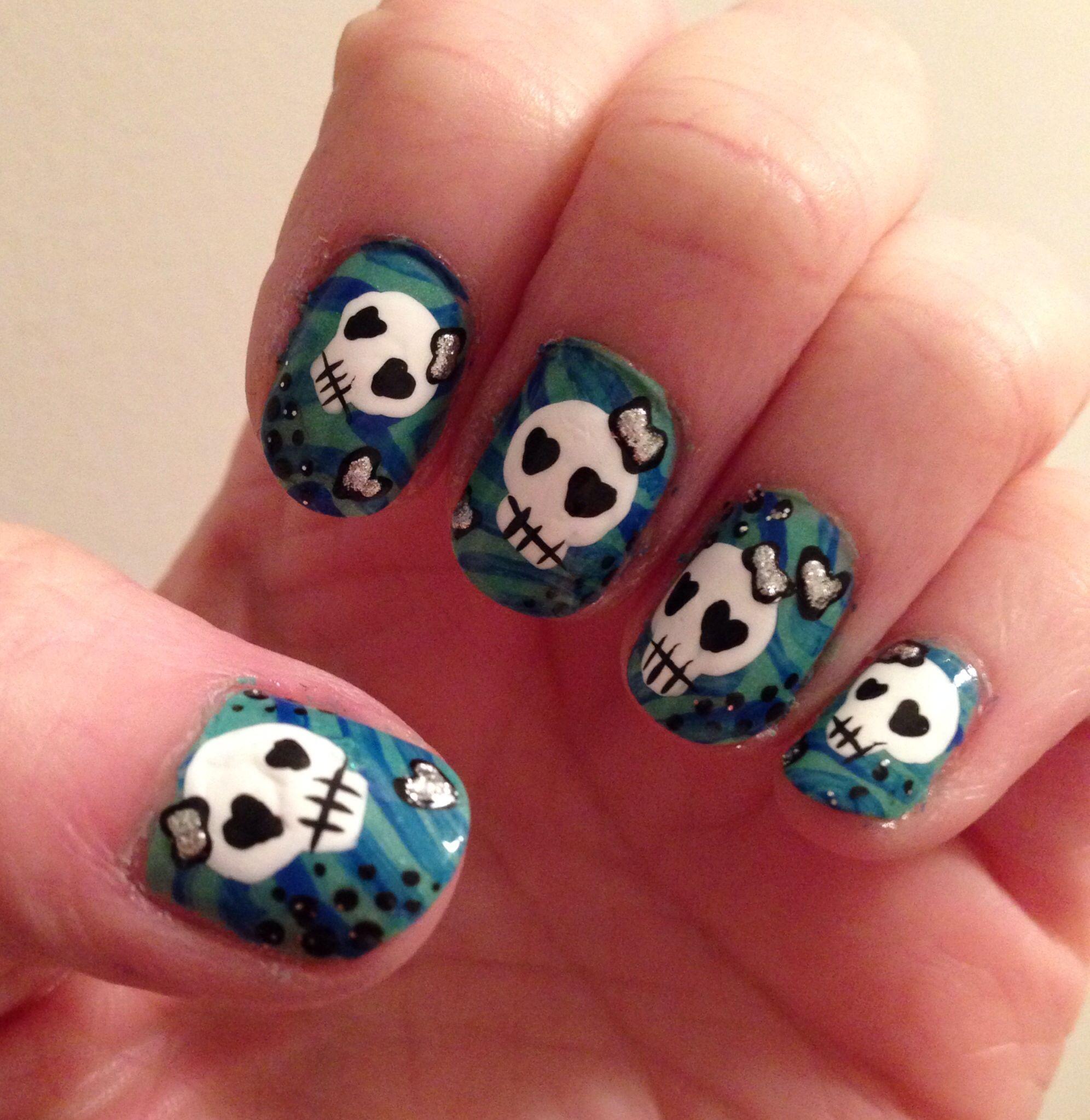 Skull Nail Art: Nails - Halloween - ☠ Skulls ☠