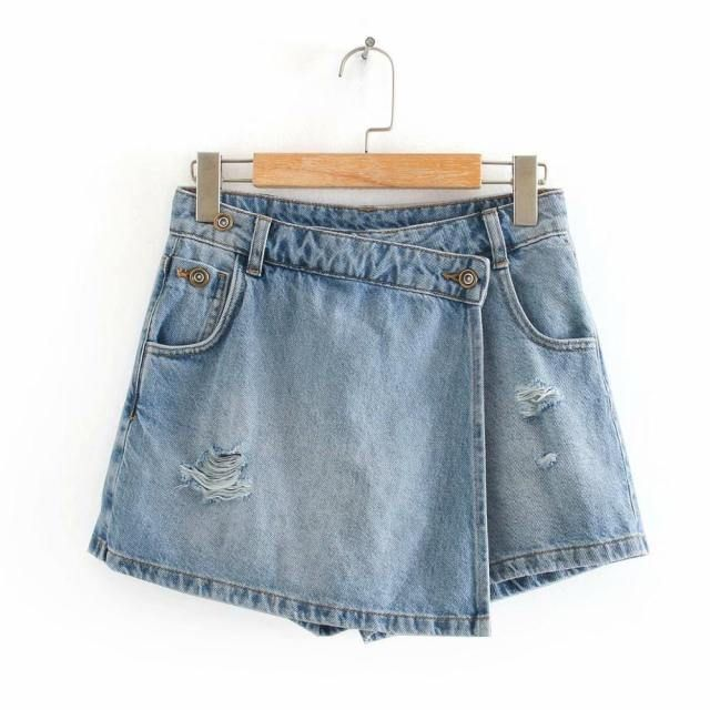 You will definitely love these shorts for their unique broken hole designs along with comfort features such as easy hidden side pockets that are perfect for carrying coins and keys, lycra bound elastic waistband that provide a secure fit. These shorts complement just about any style, from your favourite t-shirt and sneakers to a nice button down shirt and loafers. It can take you from daytime wear to night time activities effortlessly. Material: Polyamide & Polyester & CottonLength: Shor
