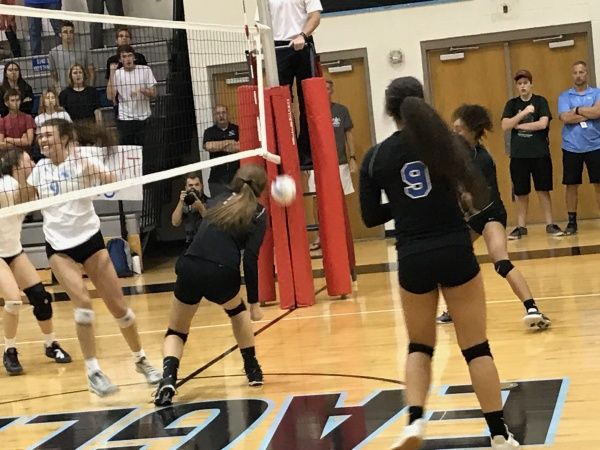 Horizon Honors Best Late In Win Over Valley Christian From Azpreps365 Com Honor Christian Volleyball