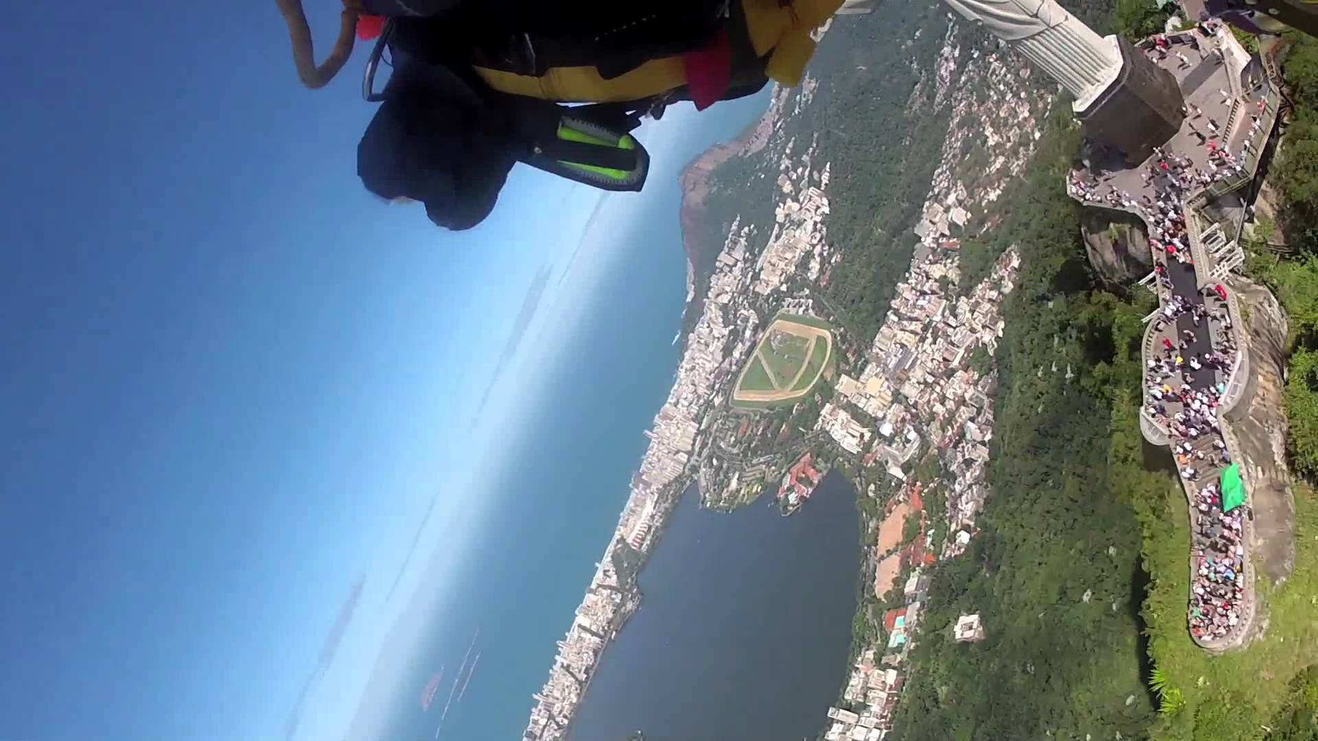 Yves Jetman Rossy Once Again Pushed The Boundaries Of Aviation By Completing A Fabulous Flight Above The City O Inspirational People Places Things Pinte