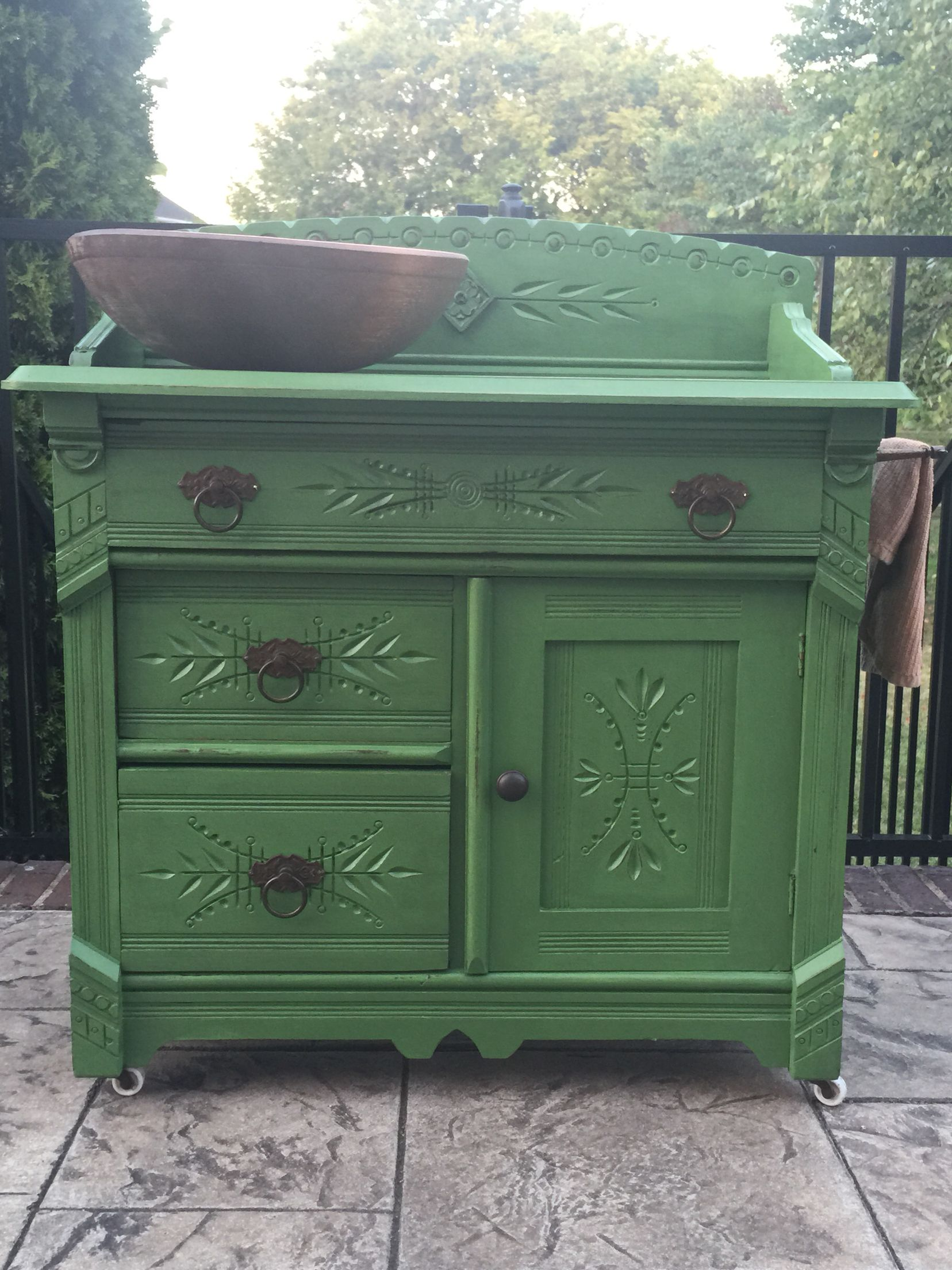 Wash basin makeover dry sink fix up with Shabby Paints Antique