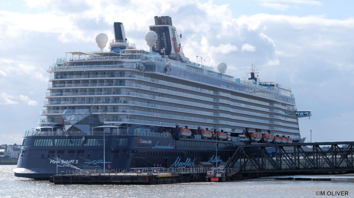 Mein Schiff At Tilbury Ocean Cruise New York Skyline