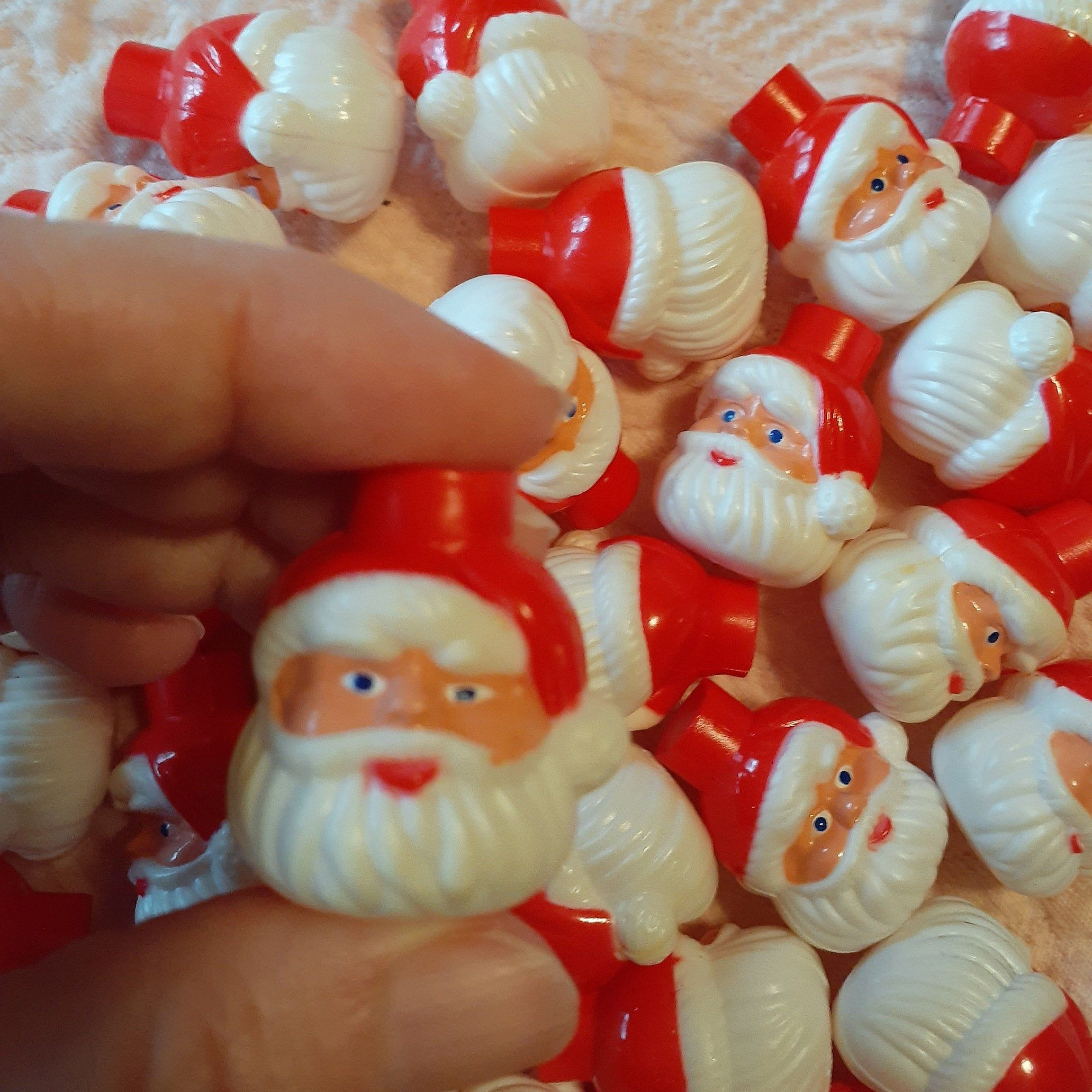40 Plastic Santa Head Christmas Light Bulb Covers For Crafts By Mendozamvintage On Etsy In 2020 Christmas Light Bulbs Christmas Lights Santa Head