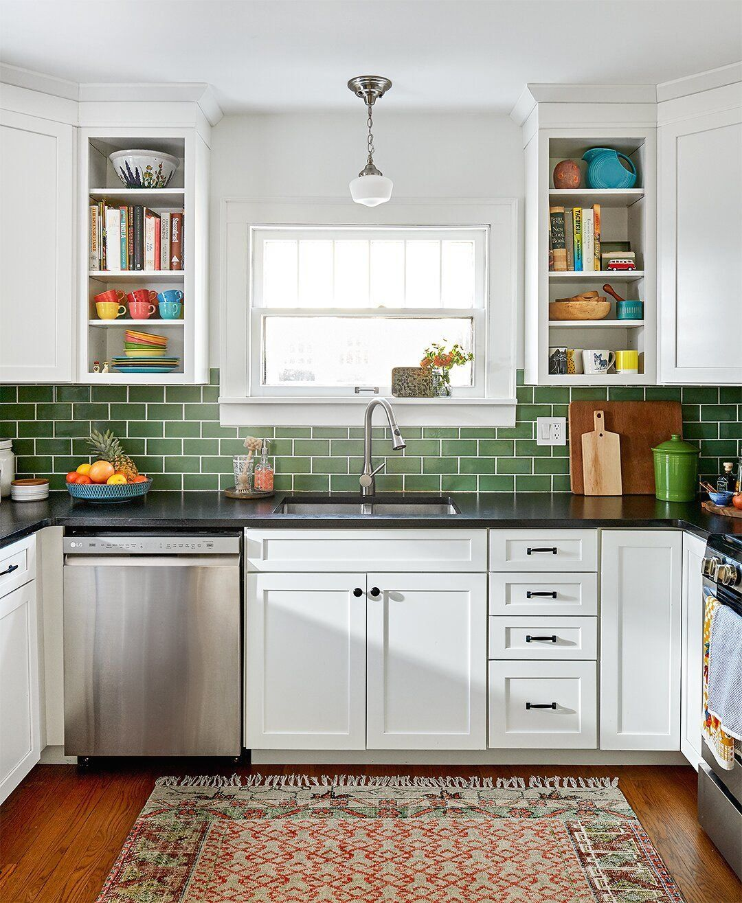 Learn How To Choose Livable Colors For Your Home 1000 In 2020 Kitchen Decor Apartment Backsplash Kitchen White Cabinets Apartment Kitchen