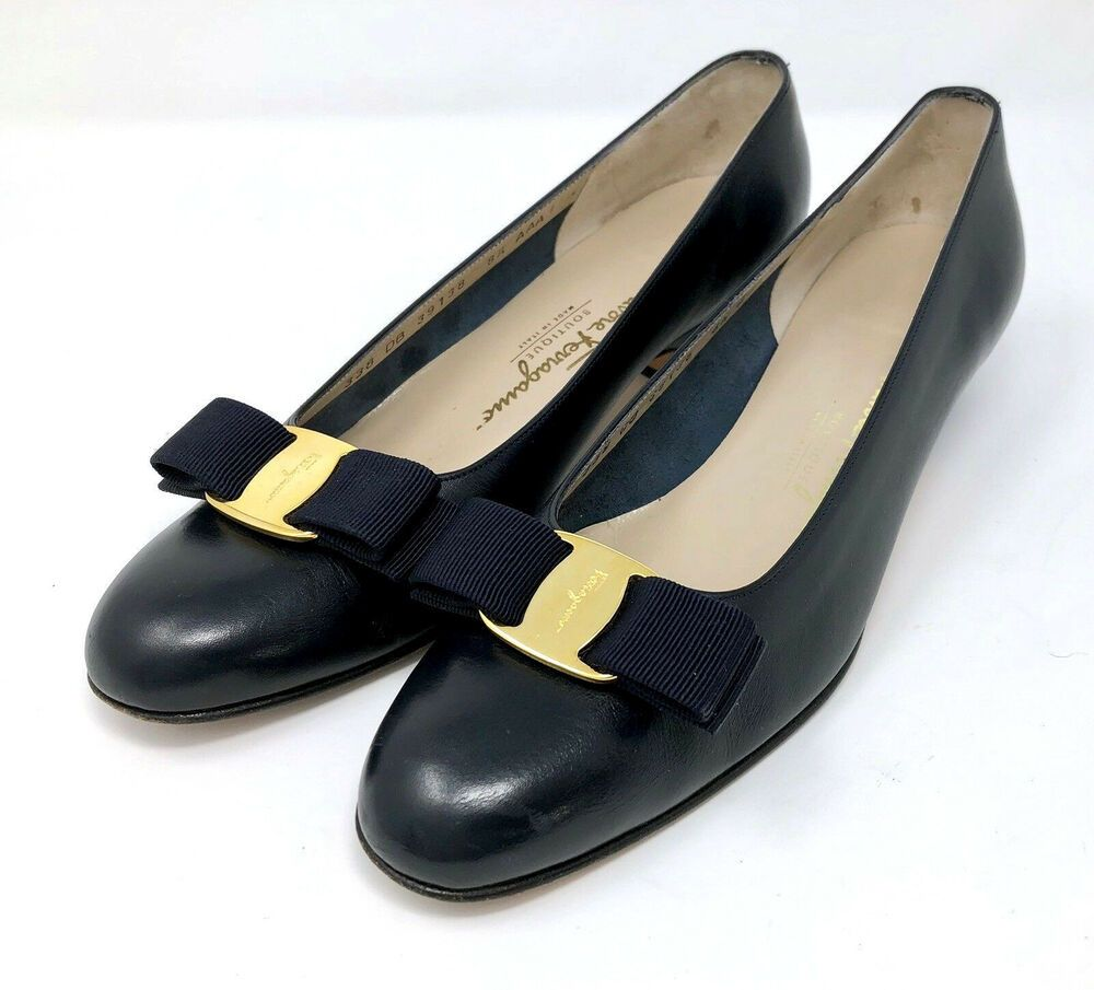 17489a256fe6 Salvatore Ferragamo Women Size 8.5 AAA Navy Blue Leather Vara Bow Pumps Low  Heel