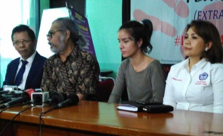 Sheila Marcia Minta KPA Lindungi Anaknya - http://www.rancahpost.co.id/20160453120/sheila-marcia-minta-kpa-lindungi-anaknya/