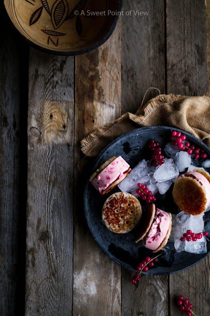 Hausa Masa Reiskuchen & Rote Johannisbeere Eis Sandwiches