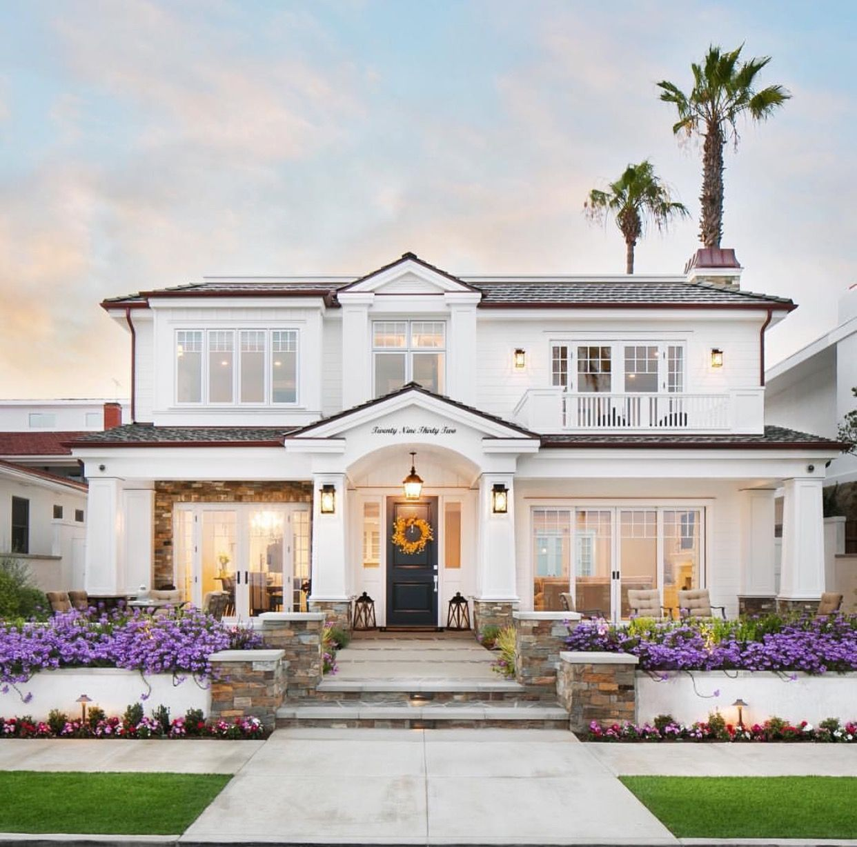 90 Incredible Modern Farmhouse Exterior Design Ideas 63: Front Porch With Archway