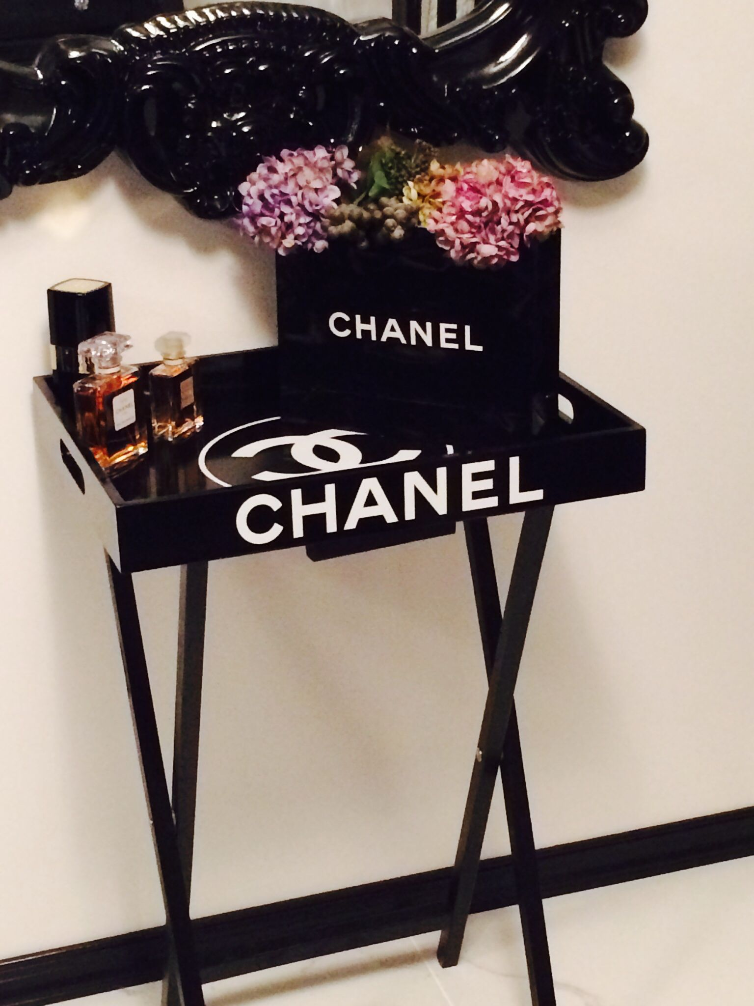 Verwonderend Chanel Table Chanel Bag Perfume | Chanel bedroom, Chanel room MK-67