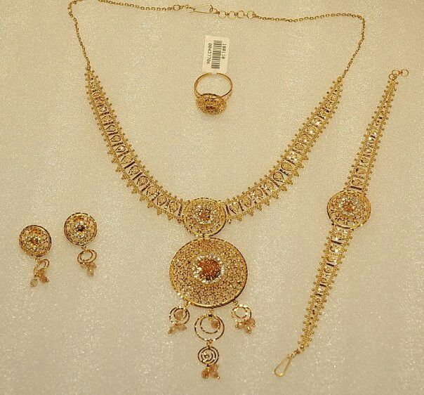 Jewellery Designs And Collections From Saudi Arabia Gold Necklace Set Gold Jewellery Design 22k Gold Necklace