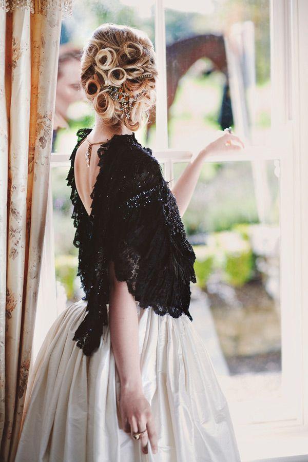 http://onefabday.com/que-va-bridal-designs-2012/