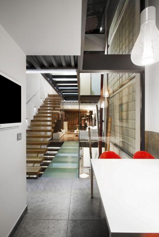 Galer a de vivienda unifamiliar entre medianeras for Escaleras de viviendas