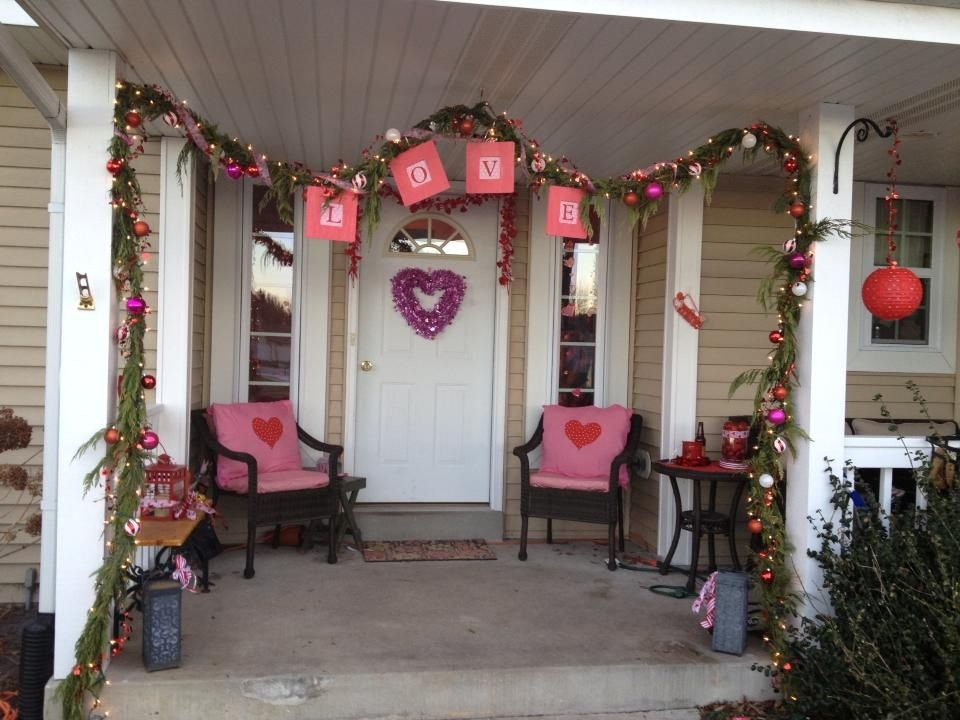 Pin By Verna Sisk On Home Valentines Day Decorations Valentine Decorations Front Porch Decorating